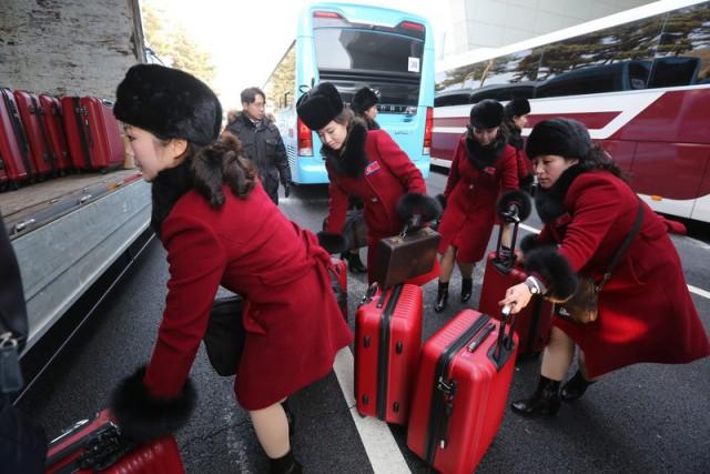 Болельщицы из КНДР прибыли на Олимпиаду в Южную Корею