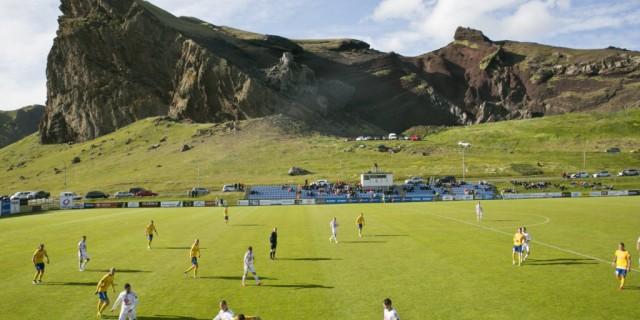 12 кадров, которые объяснят, что такое исландский футбол