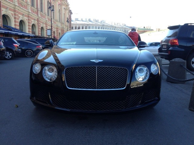У 25-летнего петербуржца угнали Bentley в день покупки