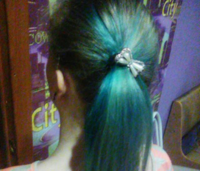 За голубые волосы выгнали из школы 6-классницу в Бердске