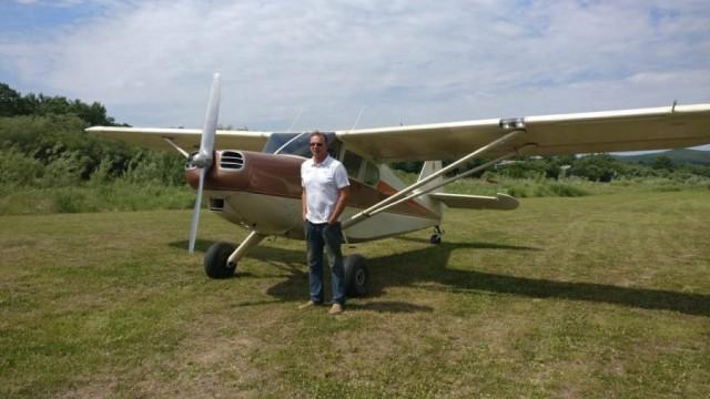 Девушка рассказала про папу, который после 50 лет выучился на пилота и сам собрал самолет