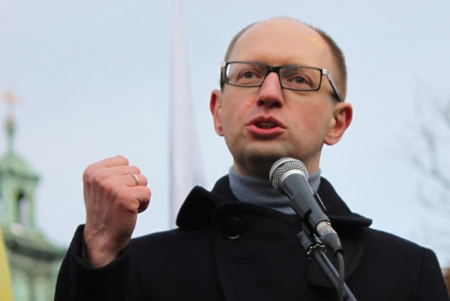 Яценюк требует приведения Вооруженных сил Украины
