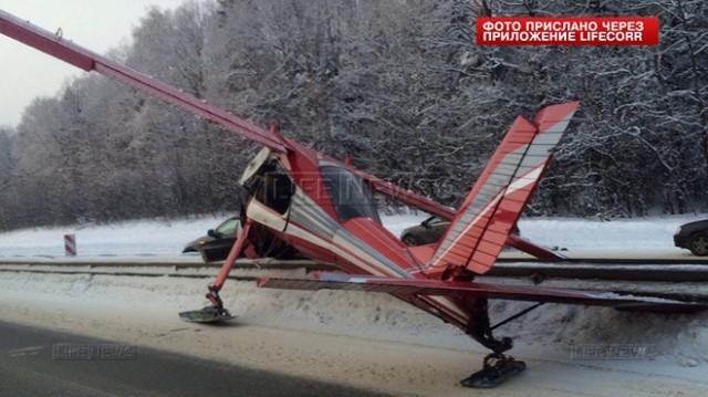 Легкомоторный самолет совершил жесткую посадку на Ярославском шоссе в Подмосковье