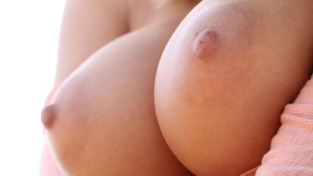 фото крупным планом женская грудь