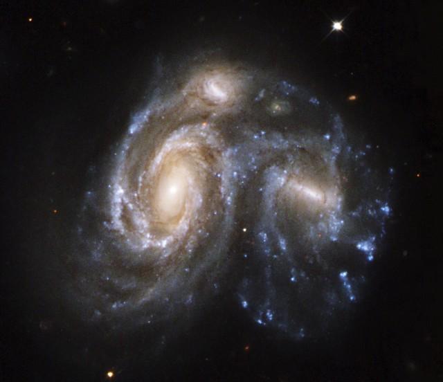 Столкновение галактик - самый грандиозный процесс во Вселенной