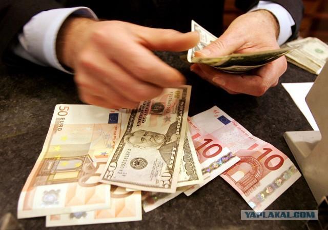 Банки ограничили продажу валюты