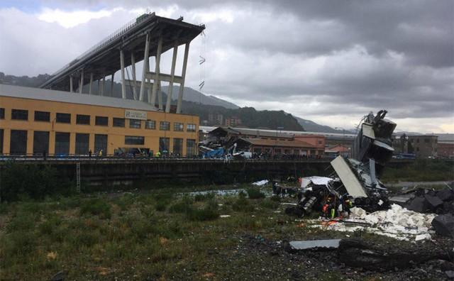 В Италии рухнул автомобильный мост, десятки людей погибли.