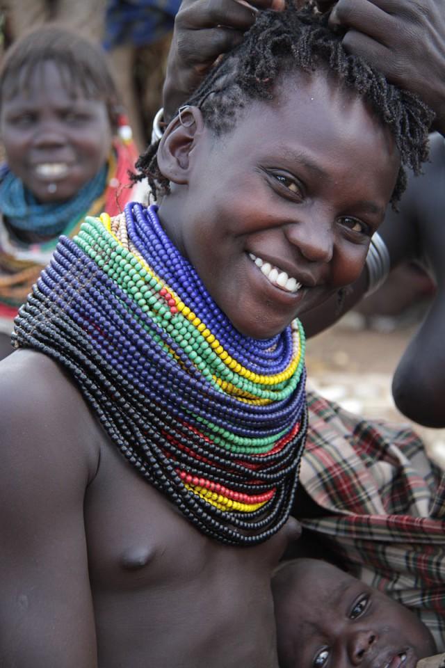 Племенные женщины, не в смысле эталонные.