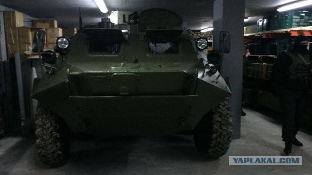Под Киевом найден подземный склад с оружием и бронетранспортёром