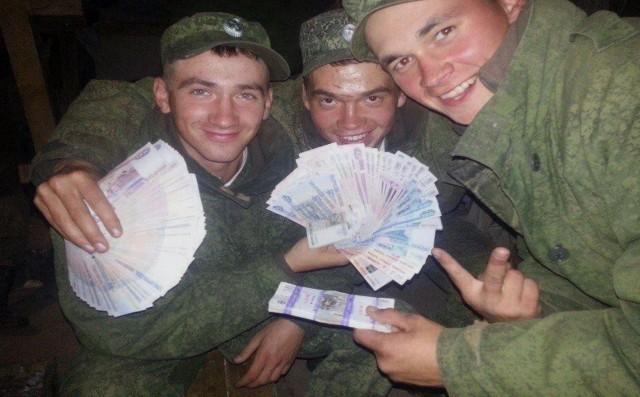 Госдума устанавливает для солдат-срочников постоянный оклад в размере 2 тыс. рублей