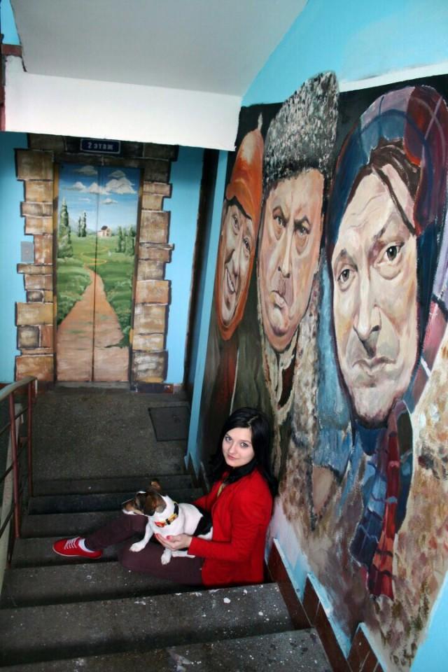 Жительница Москвы расписала стену в своем подъезде за 1 ночь