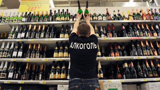 В России сократились продажи вина и водки