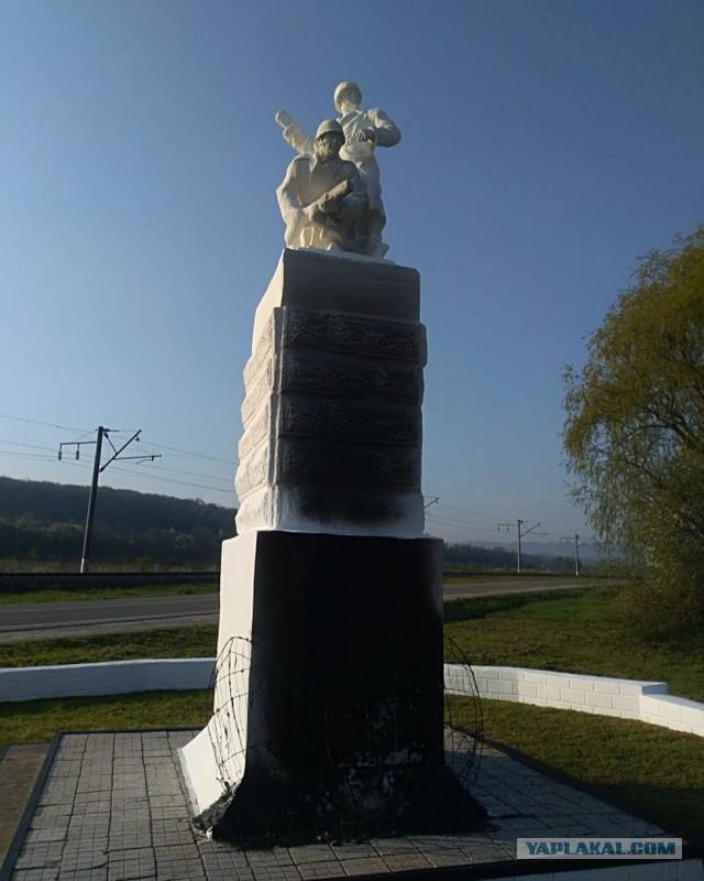 В Крымском районе осквернили памятник солдатам ВОВ