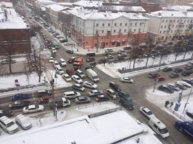 В Перми горит здание бизнес-центра