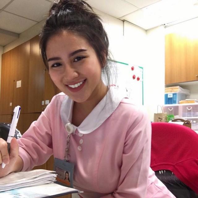 """Пышногрудая медсестра-азиатка стала секс-символом """"Инстаграма"""" за один день"""