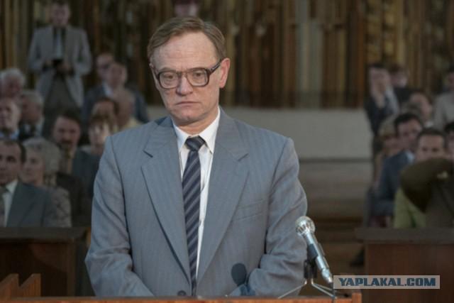 Актер, сыгравший Легасова в «Чернобыле», сравнил СССР с Третьим рейхом. Коммунист обещал «дать ему в морду»