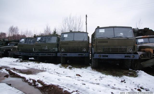 Снег и списанная военная техника