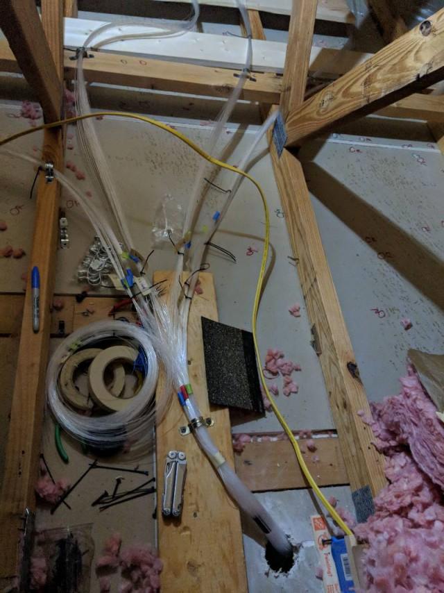 Папа сделал в спальне дочери звездное небо из оптоволокна. И вот каким образом