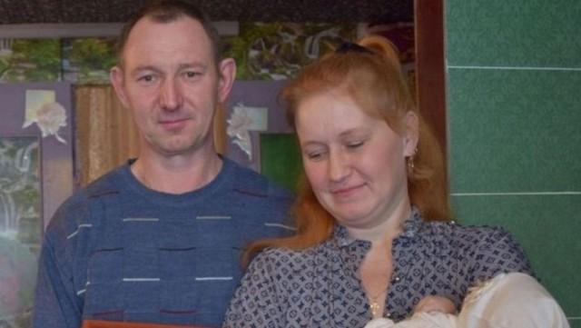 «В роддоме надо мной откровенно смеялись!»: Семье, назвавшей дочку Россией, в ЗАГСе отказывались оформлять документы на девочку