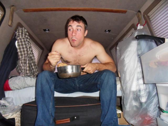 Аспирант тайно жил в фургоне на студенческой парко