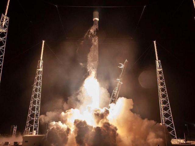 SpaceX запустила ракету Falcon 9 с первыми 60 коммуникационными спутниками системы Starlink
