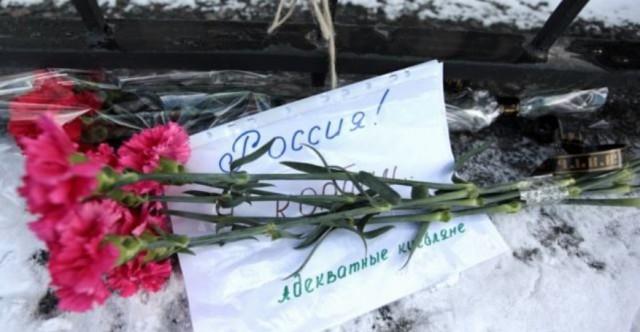 В Киеве у посольства России возложили цветы погибшим в Ростове