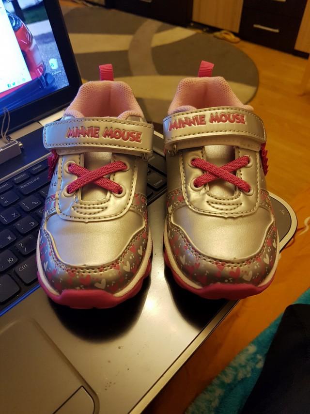 Детские кроссовки.
