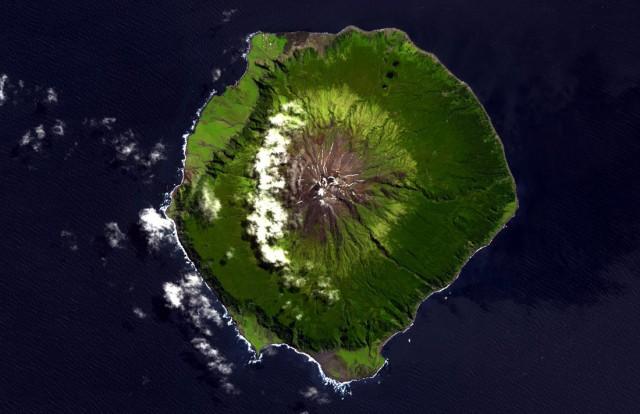 Затерянный мир: как и чем живут на самом отдаленном от цивилизации острове планеты