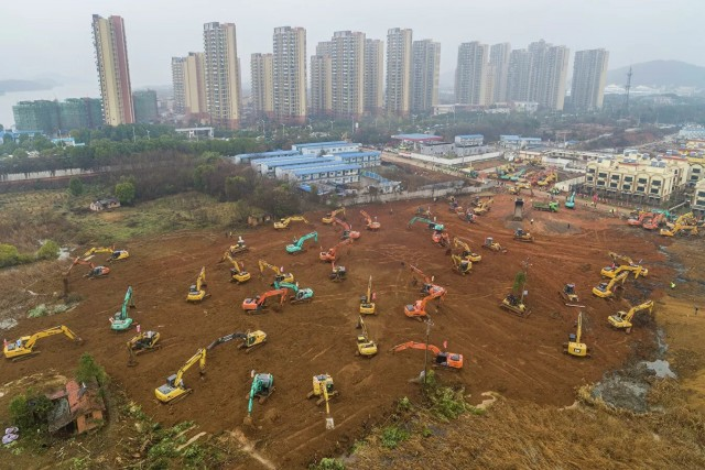 В китайском городе Ухань экстренно строят больницу на тысячу мест для зараженных новым коронавирусом