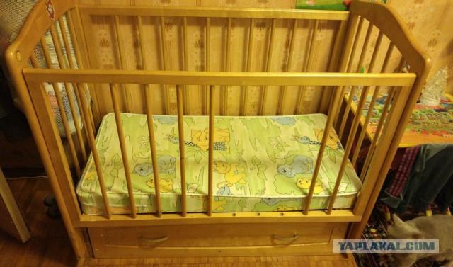 Кроватка детская, даром.