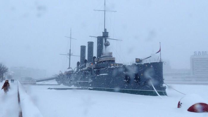 Коммунистам запретили праздновать годовщину революции возле крейсера «Аврора»