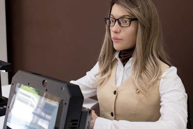 Впервые в России робот стал сотрудником МФЦ