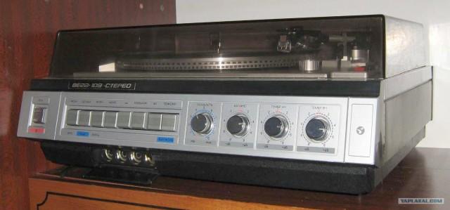 Стереофонический электрофон ''Вега-109-стерео.  Раздельные регуляторы тембра НЧ, ВЧ, регулятор стереобаланса, фильтры.