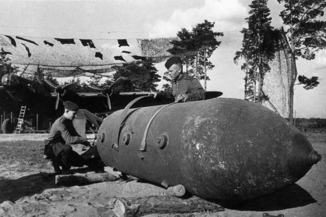 Что возили и чего не возили бомбовозы
