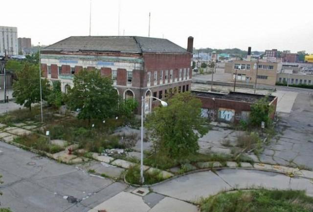 Две заброшки: полицейский участок и больница