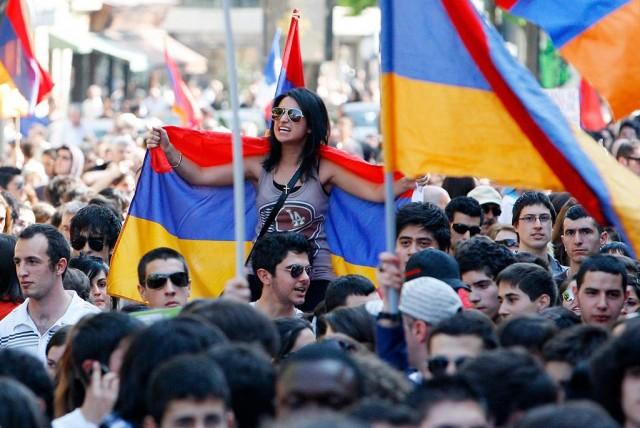 Власти Армении ограничили выезд мужчин из страны