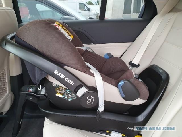 [СПБ] Продам детскую автолюльку Maxi-Cosi Pebble Plus + база 2wayfix
