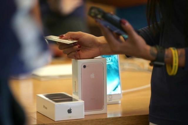 В Китае 20 парней подарили девушке iPhone 7, и она купила на них дом