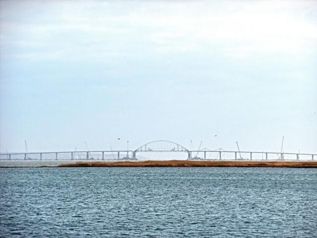 Эстакады Крымского моста соединили с аркой. Внешне уже готовый мост
