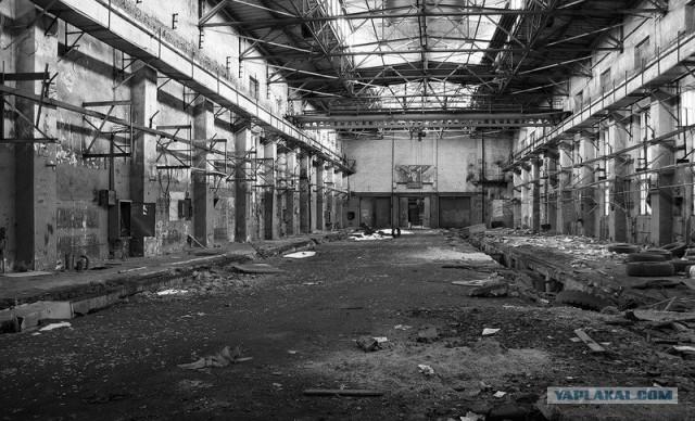 На заброшенном заводе