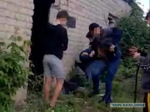 14-летнего школьника арестовали за жестокое избиение подростков и мужчины в Воронеже