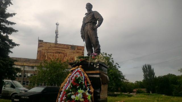 В Алчевске ЛНР в годовщину гибели установили памятник Алексею Мозговому
