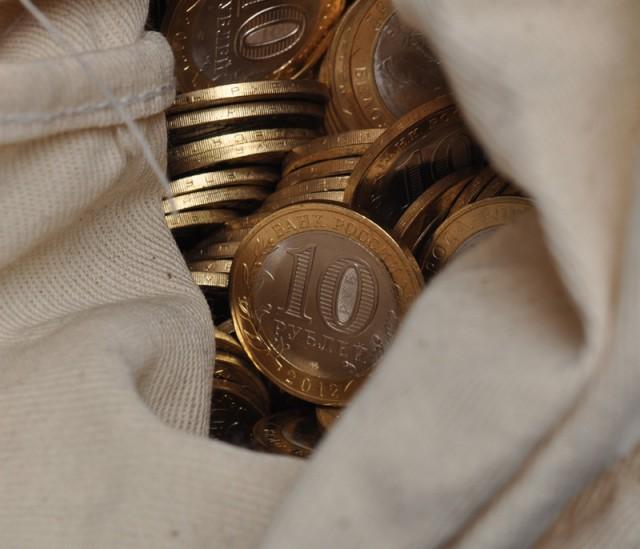 Врачу выдали зарплату в виде 35 килограммов монет