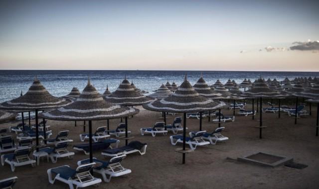 Двое туристов убиты в ходе резни на пляже в Египте, четверо ранены