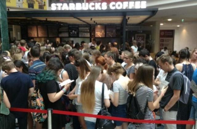 Открытие Starbucks в Казани: тысяча казанцев провела несколько часов в очереди за кофе