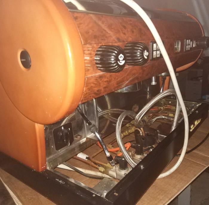 Ремонт профессиональной традиционной кофемашины.