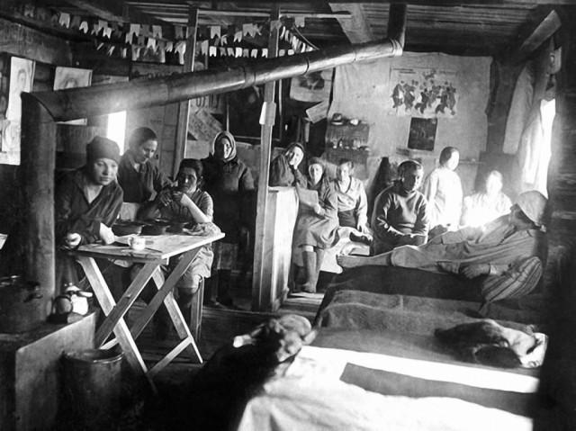 Женский лагерь (фото ГУЛАГ)