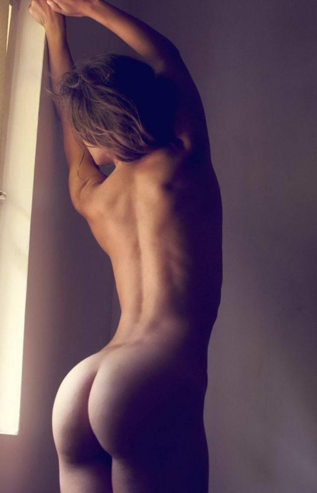 сзади голиє девушек фото