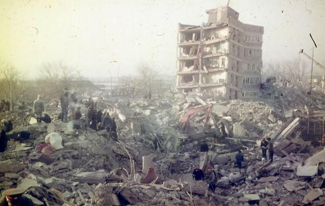 Разрушительное землетрясение в Армении