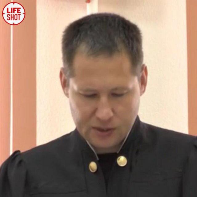 Полицейские задержали и... отпустили пьяного судью в Кирове. Ну или, по крайней мере, очень похожего на него человека.